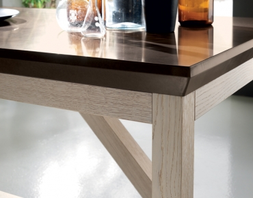 Social Floating Table
